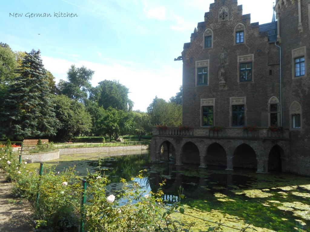 castle-countryside-lake